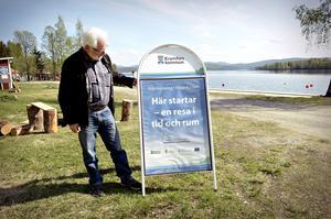 Lars Holmberg på båtklubben i Kramfors, det går inte att missa att detta är en del i projektet.