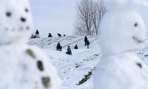Även om snön töar bort under veckan så är det sannolikt att det kommer falla snö före jul. Det finns hopp om en vit jul, hälsar Max Lindberg Stoltz, på SMHI.