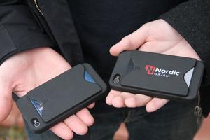 Multicase UF gör iphone-skal med integrerad korthållare och som man kan få sin logotyp på. Redan finns 200 beställda ex.