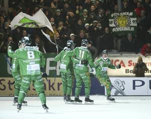 Hösten har varit tuff för Hammarby. Får man jubla över både is och seger mot Vänersborg på fredag? På onsdagen tas beslut om det blir match på Zinkensdamm.