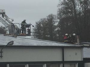 Räddningstjänsten kommer vara kvar fram till i eftermiddag på platsen.