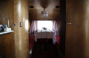 Insidan av husvagnen från 1964.