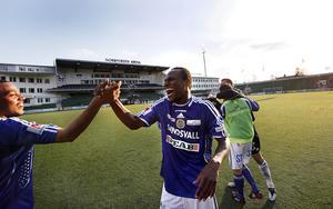 Kali Ongala och Robert Mambo Mumba. Kompisar i GIF Sundsvall 2009 – och kompisar än i dag. Bild: Mats Olsson
