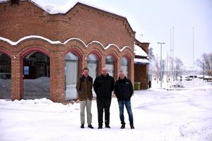 Anders Grånäs, Peter Hedlund och Roger Andersson visar upp lokalerna framför deras nya kontor där de väntas flytta in om ett år.