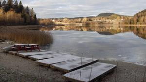 Badplatsen i Hamstasjön blir utan bryggor.