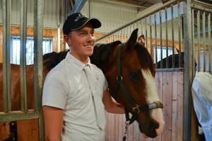 Ludde Faxén med hästen Sir Victory, som debuterade i medelsvår B5, den högsta klassen en sexåring får delta i.