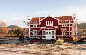 Ett första hus är under uppförande i det nya området i Kyrkbyn, Järvsö.