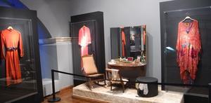 En del av de kläder som Melina Mercouri bar i filmer och på scenen visas i Melina Mercouri Foundations museum. Foto: Lennart Götesson.