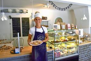 Evelina Borneling var polis men drömde om att starta ett hantverksbageri och kafé. Och så fick det bli. Sedan några år driver hon Evelinas kök i Forserum.