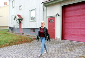 Mimmi stortrivs i huset med stora ytor och promenadavstånd till centrum.