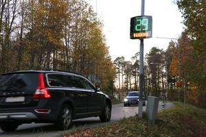 Alla bilar som passerar får info om hur fort eller sakta de kör.