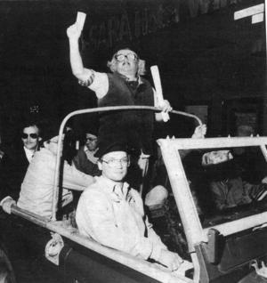 President Moltas flögs in från Uppsala på lördagskvällen och anlände till Stortorget i en jeep.