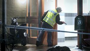 Polisen utredare på platsen efter en skjutning i Malmö. Foto: Johan Nilsson/TT