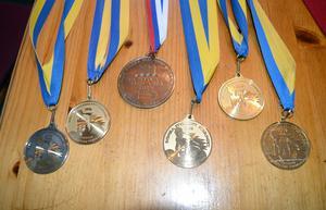 Alf är stolt över sin medaljskörd.