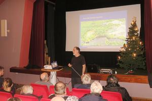 Röforsbon Björn Brohmée redogjorde på torsdagskvällen för granskningen av sophanteringens etablering i Röfors.