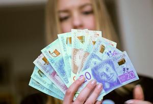 Den 5-6 april får de som deklarerat digitalt sin skatteåterbäring. Foto: Fredrik Sandberg / TT