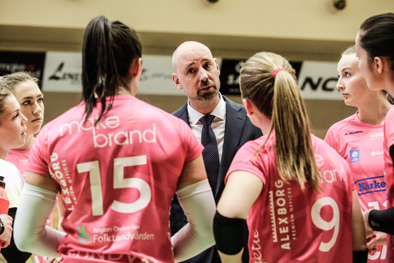 Örebro Volleys tränare Jonas Svantesson är också förbundskapten för svenska volleybollandslaget. Finalserien mot Engelholm lär sätta alla hans kunskaper på prov.