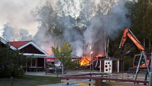 Räddningstjänsten larmades om branden vid 17.20, söndagen den 30 september.