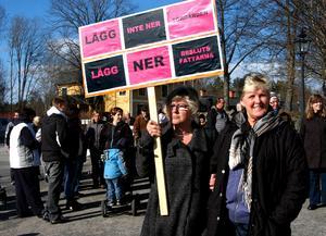 Demonstrerade. I april 2010 demonstrerade ortsbor mot beslutet att lägga ner Sörgården i Grythyttan. En fråga som fick ett nytt parti att segla upp på den politiska himlen – Grythyttelistan – som nu sitter i regerande ställning.