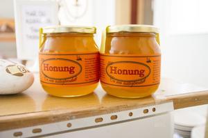 Lokalproducerad honung finns även att köpa.