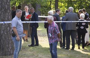 Rättens alla ledamöter tillsammans med åklagare och försvarare besökte under torsdagen brottsplatsen på Skallbergsgatan.