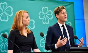 Emil Källström, riksdagsledamot och ekonomisk-politisk talesperson för Centerpartiet, tillsammans med partiledaren Annie Lööf.Bild: Alexander Larsson Vierth/TT