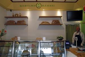Babylon bageri erbjuder matbröd och fikabröd från Mellanöstern och Sverige.