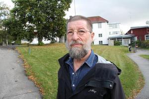 Ludvikahem har fullt upp med Tjädern och Laggarudden. Bolaget har därför inget intresse av att starta byggnation på Folkets husparkeringen inom de närmaste åren, framhåller Conny Bringås (V).