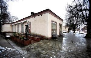 Birgitta Johansen, museichef på Örebro läns museum, berättar att inga genomgripande renoveringar gjorts av byggnaden sedan den byggdes vilket skedde under två etapper på 50- och 60-talet.
