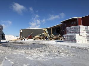 På söndagen rasade taket till justeringsverket in hos Fiskarheden. Foto: Rasmus Svenningsson