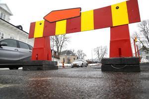 Trafiken släpps på Roslagsgatan redan nu på torsdag efter att den har asfalterats under onsdagen. – På fredag kommer vi att plocka bort alla skyltar som lett om trafikanterna, säger Åke Eriksson, platschef på NCC.