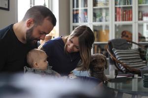 Fanny och Mikael Grönlund fick diagnosen oförklarad barnlöshet efter att de gick igenom en fertilitetsutredning. I januari föddes deras dotter Vera.