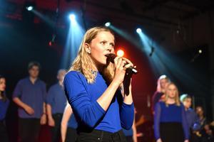 Många solister fick samsas när kören framförde Coldplay och deras låt Fix You. Då passade Lena Kalrot, Nathalie Halvarsson, Erika Wass, Tusse Chiza, Tindra Reimi och Karolina Rydén på att ta varsin del.