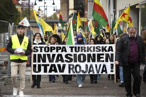 Bara timmar efter att media rapporterat att Turkiet invaderat Syrien demonstrerade ungefär hundra personer i Gävle mot den turkiska invasionen.