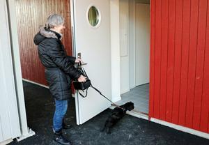 Marianne Engström hade längtat i månader efter att flytta in i nya bostaden i Järbo. Ännu ivrigare var som synes hunden Max.