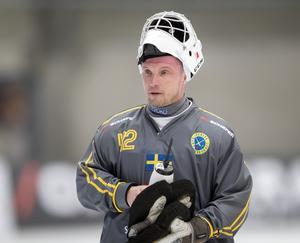 De senaste åren har Anders Svensson fått chansen att kliva fram ur skuggan av den mäktige Andreas Bergwall – men nu verkar Edsbyns veteran ha hamnat i den blågula frysboxen.