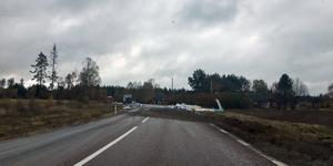 Trafikstörningar på E16 efter att en lastbil havererat. Foto: Moa Olsson