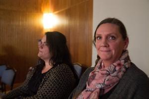 Helena Havela leder ett föräldrauppror på Lönnbergsskolan och ville ha svar av Nordanstigs politiker på måndagskvällen.