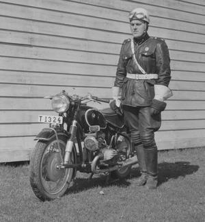 MC-polisen Åke Roos i Örebro 1960. Fotograf: Okänd