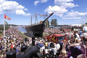 Briggen Gerda sjösattes i augusti 2000. 9 000 personer kom för att bevittna händelsen.  Arkivbild