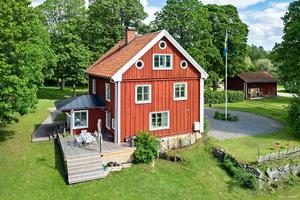 Foto: Karol Pustelnik. 10 626 gånger klickade någon sig in på hemnet för att titta på huset med adressen Förlunda 413.