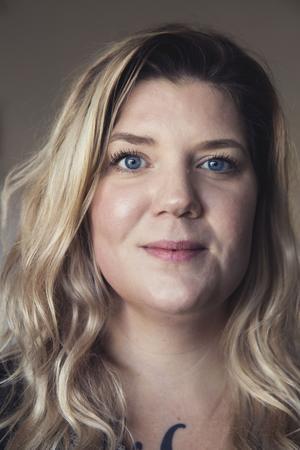 – Det vi i Dalarna behöver oroa oss för är nazismen. Den nationella samordningen visar att det i princip inte finns andra våldsamma kulturer här, säger Angelica Andersson, Dalarna mot rasism.