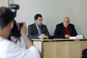 Polisens spaningsledare Anders Pommer och chefsåklagare Göran Kastlund vid fredagens presskonferens i Polishuset i Västerås.
