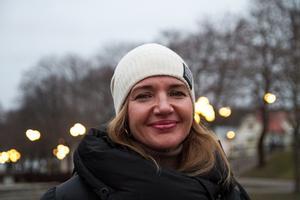 Hjärtläkaren Iryna Panamarenka vill börja jobba på Hudiksvalls sjukhus men har svårt att få kontakt med någon som vill anställa henne.