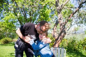 Christer Persson tog ledigt under hela den tid som dottern Tess vårdades på sjukhus med hjärninflammation.
