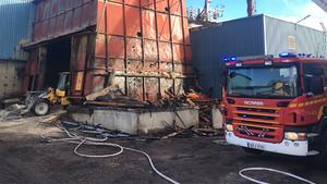 Bild från branden vid sågverket i Gällö.