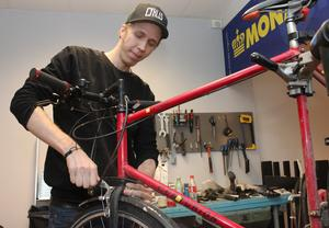 Innan Philip Lundström började i cykelbranschen jobbade han på restaurang. En tanke var att kombinera dessa intressen, ett ställe där man lagar både mat och cyklar.