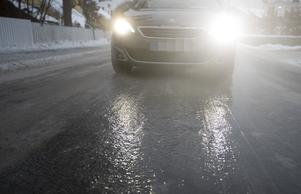 Oslo  20181227.Underkj¯lt regn f¯rer til sÂpeglatte veier slik som her KjelsÂs i Oslo tredje juledag.Foto: Terje Pedersen / NTB scanpix / TT / kod  20520