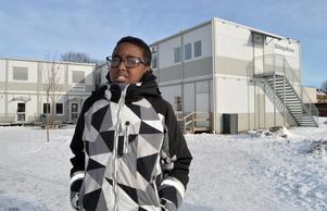 Efter diagnoserna får Zakarie Mohamed Osman  extra hjälp och stöd med skolarbetet.