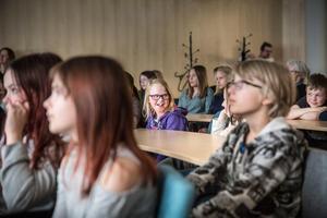 Saga Östman-Lundgren spelar dektektiv och var en alla i salen som tyckte att det var kul att få se en del av deras arbete.